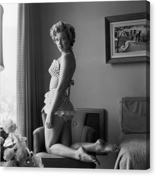 Bikini Babe Canvas Print by Hulton Archive