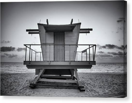 Black And White Lifeguard Stand In Canvas Print