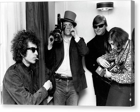 Bob Dylan & D.a. Pennebaker From Dont Canvas Print by Michael Ochs Archives