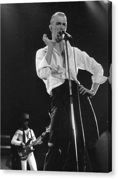 Bowie On Stage Canvas Print by Evening Standard