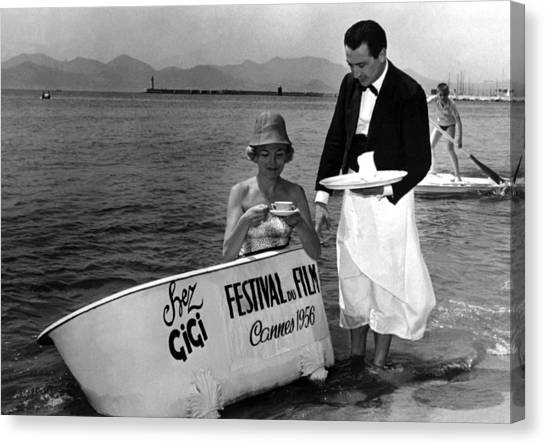 Breakfast On The Beach Cannes In 1956 Canvas Print