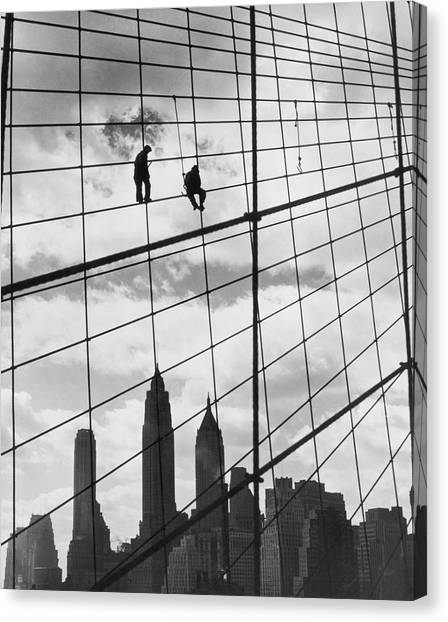 Brooklyn Bridge Workers Canvas Print by Archive Photos