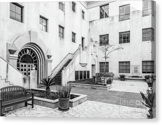 California Institute Of Technology Courtyard Canvas Print by University Icons
