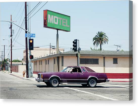 Car Passing Motel In Los Angeles Canvas Print