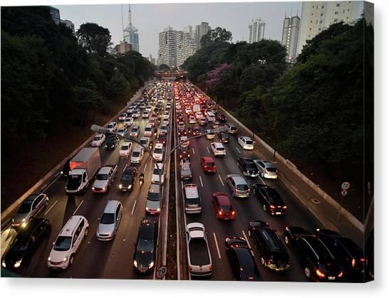 Congestionamento Em São Paulo Canvas Print by Levi Bianco