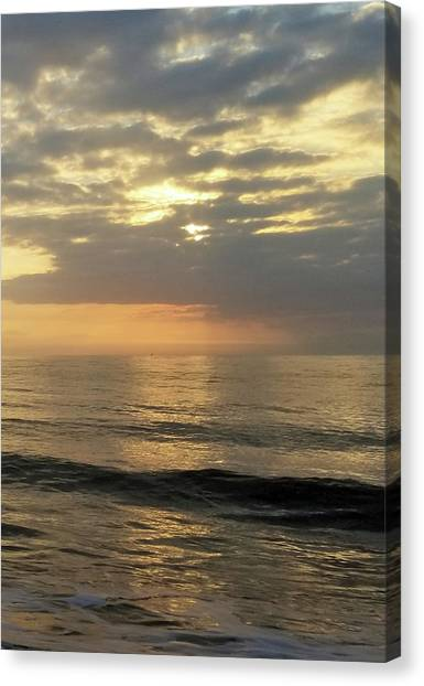Canvas Print featuring the photograph Daybreak Over The Ocean 3 by Robert Banach