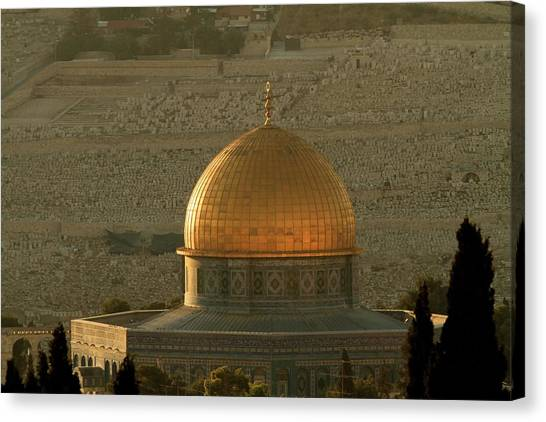 Dome Of The Rock Mosque In Jerusalem Canvas Print by Picturejohn