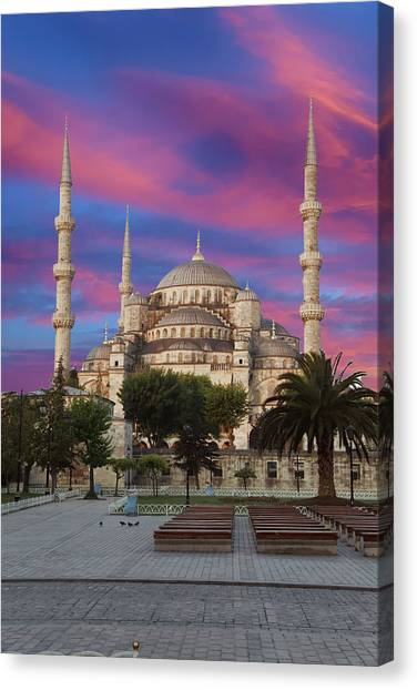 Early Morning Light On  Sultan Ahmet Camii Canvas Print