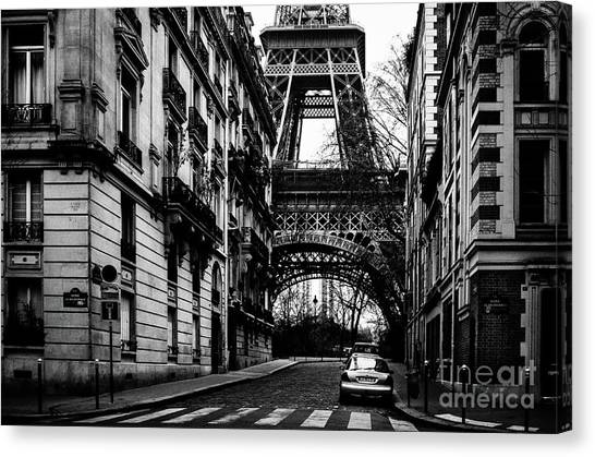 Eiffel Tower - Classic View Canvas Print