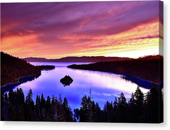 Emerald Bay With Fannette Island At Canvas Print