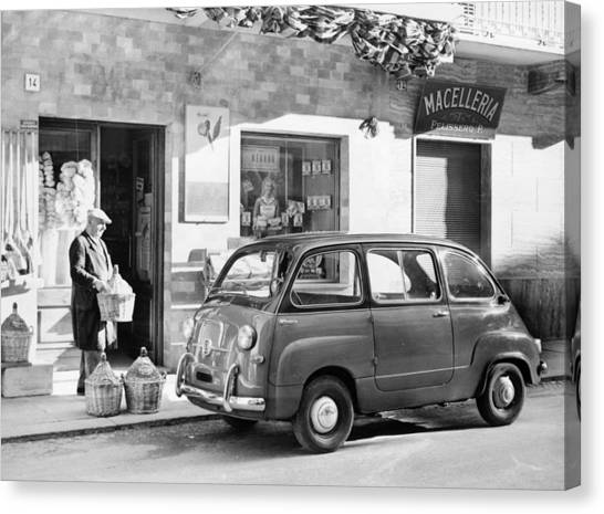 Fiat 600 Multipla Outside A Shop Canvas Print