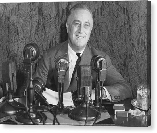 Franklin D Roosevelt Canvas Print by Central Press