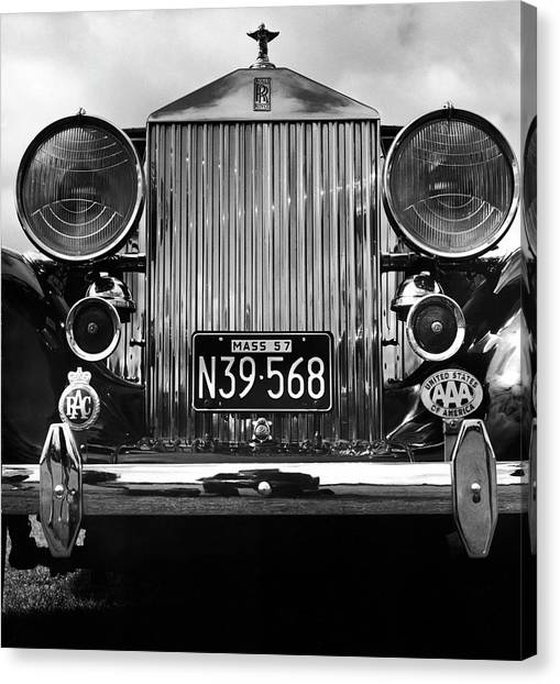 Front Grill Of A Vintage Rolls-royce Canvas Print