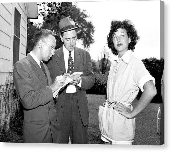 Hedy Lamarr Tells Reporters All About Canvas Print