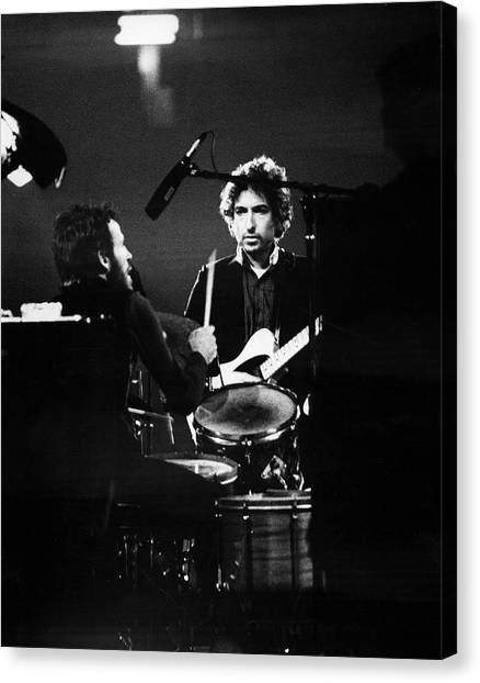 Helm & Dylan At The Spectrum Canvas Print by Fred W. McDarrah