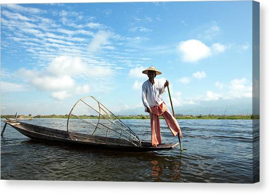 Intha Fisherman, Inle Lake, Nyaungshwe Canvas Print