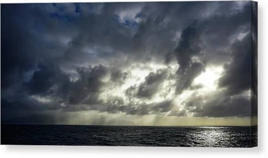 Kauai Coast In Stormy Weather Canvas Print