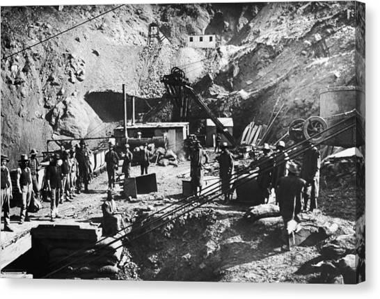 Kimberley Diamond Mine Canvas Print by Hulton Archive