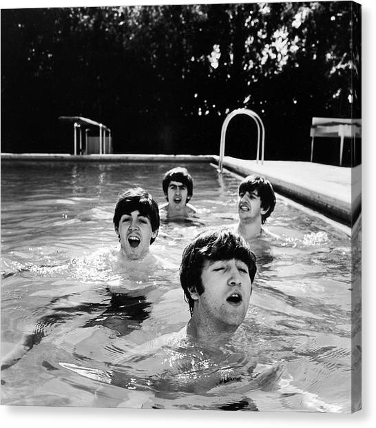L-r Paul Mccartney, George Harrison Canvas Print by John Loengard