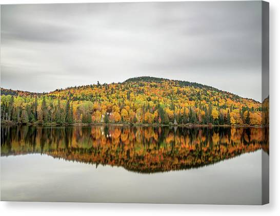 Canvas Print featuring the photograph Lake Shore House In Autumn by Pierre Leclerc Photography