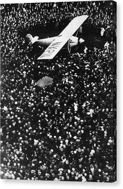 Lindbergh Arrives In Croydon Canvas Print by Fpg