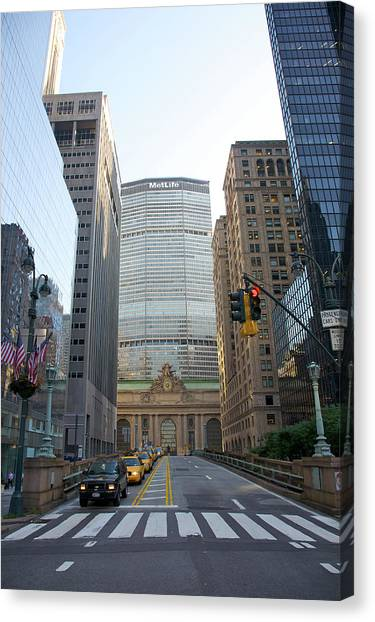 Lower Park Avenue, Grand Central Canvas Print by Barry Winiker