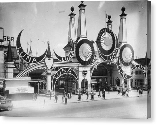 Luna Park Canvas Print by Hulton Archive