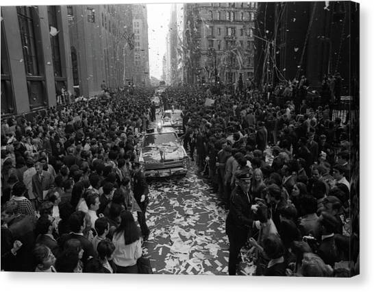 Mets Ticker Tape Parade Canvas Print by Fred W. McDarrah