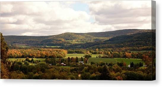 Canvas Print featuring the photograph Middleburg In New York by Angie Tirado
