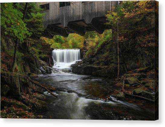 Canvas Print featuring the photograph Mill Brook Falls And Bissell Covered Bridge by Juergen Roth