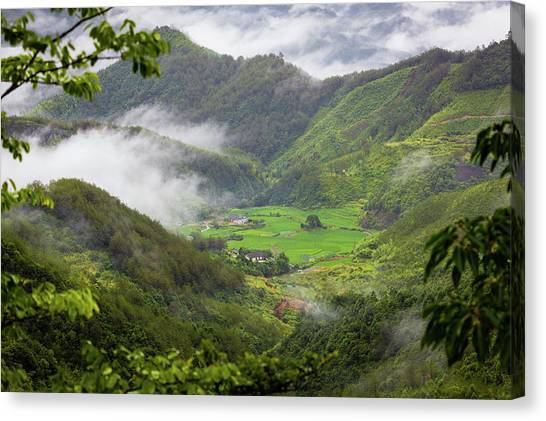 Canvas Print featuring the photograph Misty Farm I by William Dickman
