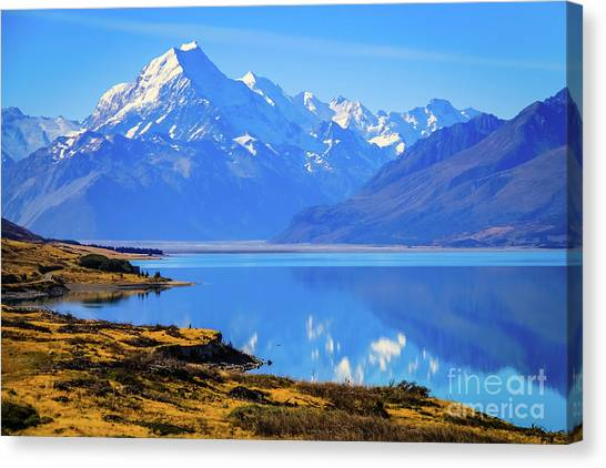 Mount Cook Overlooking Lake Pukaki,  New Zealand Canvas Print