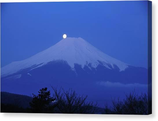 Mt.fuji And Moon Kiss Canvas Print