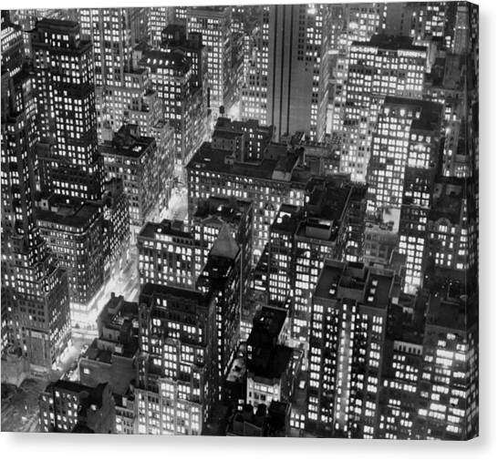 New York At Dusk From The Top Of The Canvas Print by New York Daily News Archive