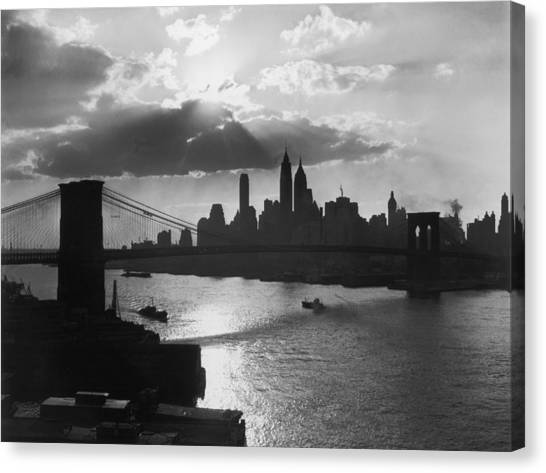 New York Silhouette Canvas Print by Hulton Archive