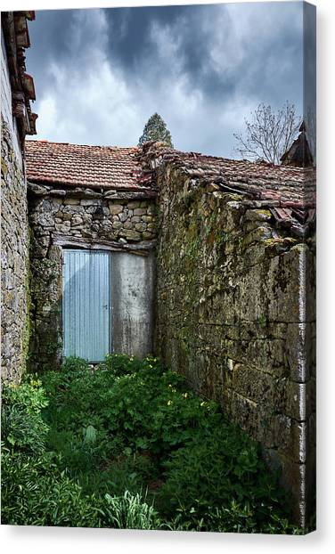 Old Abandoned House In Bainte Canvas Print