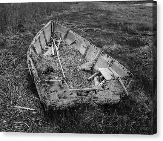 Canvas Print featuring the photograph Old Boat In Tidal Marsh II Bw by David Gordon