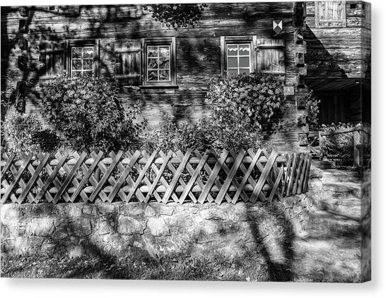 Canvas Print featuring the photograph Old Farmhouse by Andreas Levi