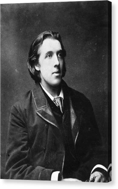 Oscar Wilde Canvas Print by Hulton Archive