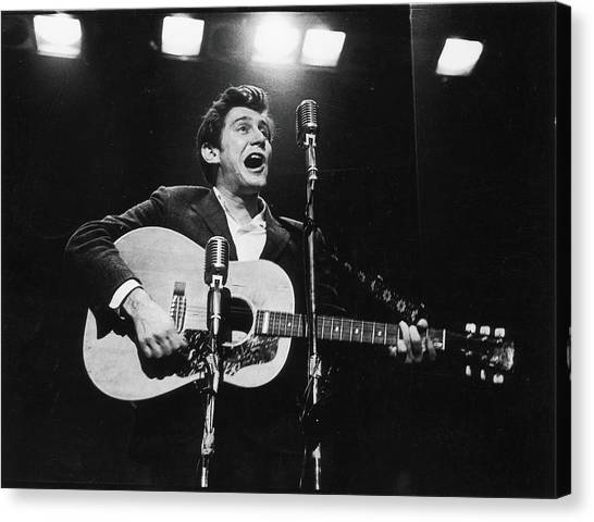 Phil Ochs Performs On Stage Canvas Print by Fred W. McDarrah