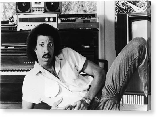 Casual Canvas Print - Portrait Of Lionel Richie by Hulton Archive