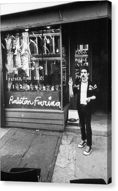 Ralston Farina Performs On West Broadway Canvas Print by Fred W. McDarrah
