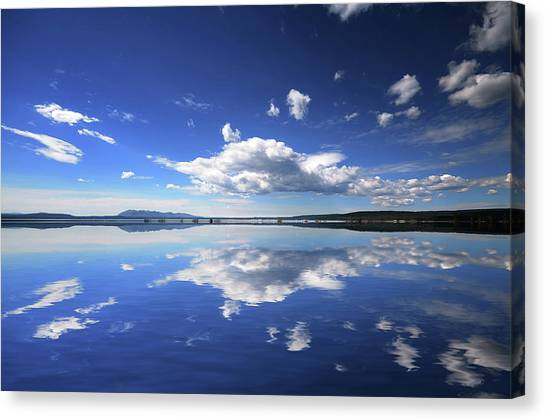Real Illusions Reflections Canvas Print by Philippe Sainte-laudy Photography