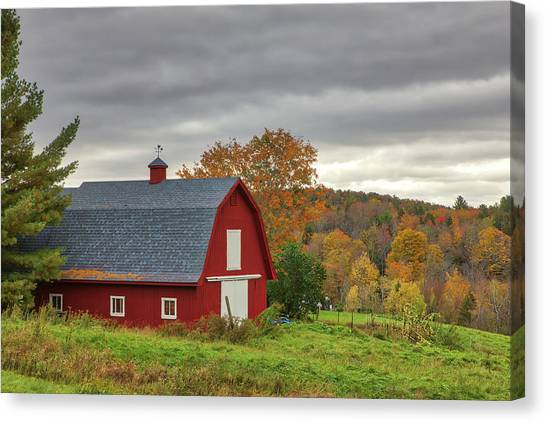 Canvas Print featuring the photograph Red Barn by Juergen Roth