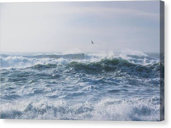 Canvas Print featuring the photograph Reynisfjara Seagull Over Crashing Waves by Nathan Bush