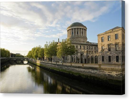 River Liffey And The Four Courts In Canvas Print