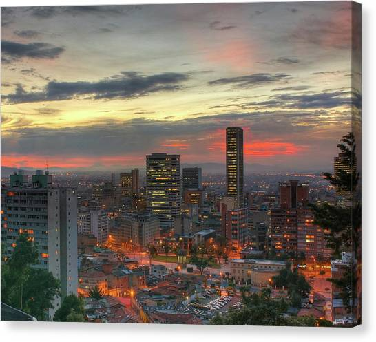 Setting Sun Over Bogotá Canvas Print by Tobntno