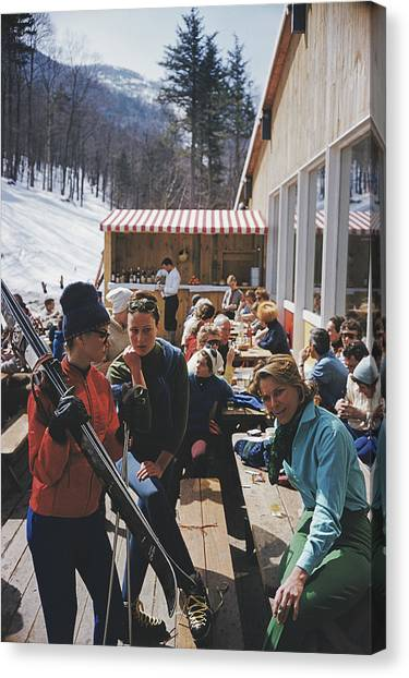 Ski Fashion At Sugarbush Canvas Print by Slim Aarons