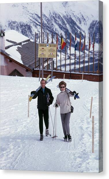 Skiers At St. Moritz Canvas Print by Slim Aarons