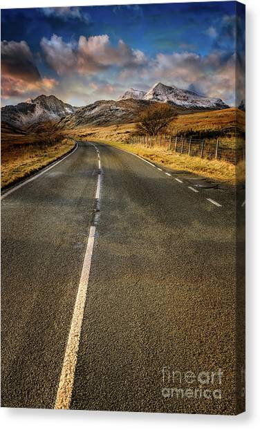 Canvas Print - Snowdon Horseshoe Sunset by Adrian Evans